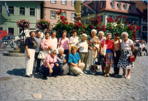 Frauengruppe - letzter Tag des Besuchs - Ausflug nach Volkach 22.07.1991 Foto: Elisabeth Böhrer