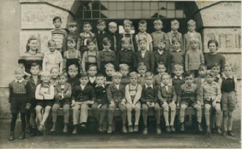1.Klasse 1948, Lehrerin: Frau Blank  Schillerschule - Danke an Jürgen Endres