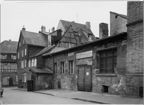 Die 1897 entstandene erste Werkstatt von Geheimrat Georg Schäfer in der Judengasse - Foto vom 20.11.1957