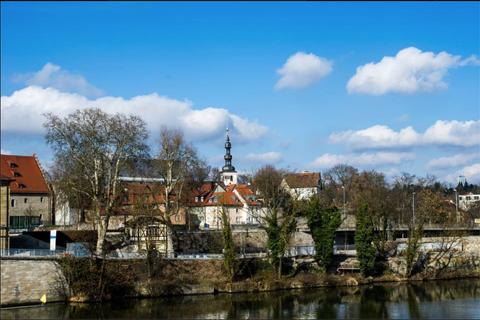 Die St. Salvatorkirche vom Main aus gesehen - 2014 - Foto: Dieter Bauer
