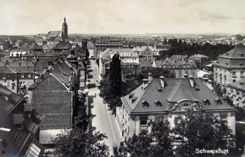 Im Hintergrund die alte Kilianskirche
