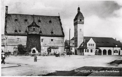 1933 - Zeughaus, rechts daneben Feuerwehrturm mit Chorgebäude
