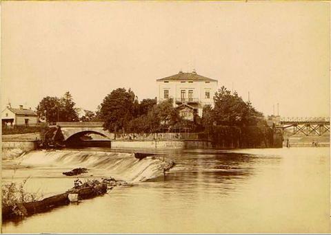 1901 - Cramervilla mit Elefantenbuckel (Überfallwehr) - links Marienbrücke, rechts die 1858 erbaute Maxbrücke - bitte vergrößern!