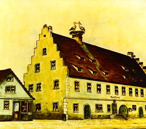 In den 1920er-Jahren entstand diese Zeichnung von Wilhelm Ebner vom Rathaus - bemerkenswert ist das Storchennest, links die Metzgerei