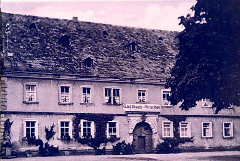 """Gasthof """"Zum Hirschen"""" - heute Alte Amtsvogtei - mit Marienstandbild"""