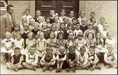 Kath. Schulklasse Schweinfurt-Oberndorf 1937; Danke für einen Hinweis an Rudi Christ (rechts unten im Bild)