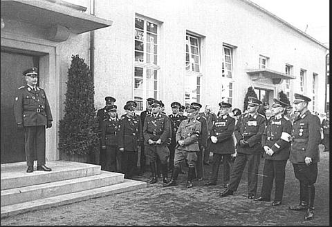 Einweihung des Rotkreuz-Heimes Landwehrstraße am 28. September 1935.