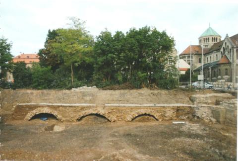 Abb.14: Einblick in das Innenleben der Steinbrücke während der Ausgrabung