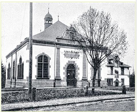 Das alte Wasserwerk wurde 1898 in den Wehranlagen (heutiger Parkplatz) errichtet und stand bis 1966