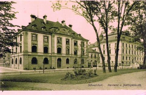 Blick vom Schillerplatz auf Rentamt und auf das Justizgebäude ..