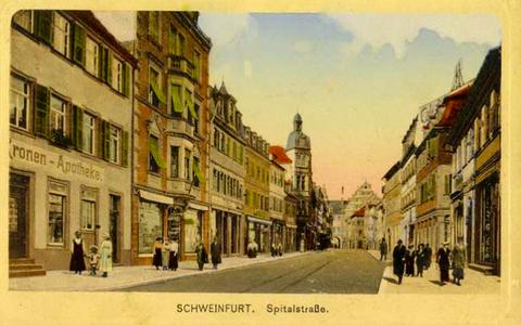 ca. 1918 - Kronen-Apotheke ganz links