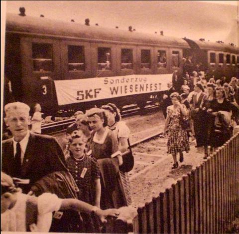 SKF-Sonderzug zum Sommerfest in den 1950ern