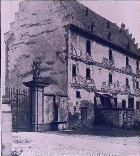 """Ehemal. Zehnthaus - aus dem späten 16. oder frühen 17. Jahrhundert - einst als """"Schüttboden"""" oder """"herrschaftl. Brauhaus"""" bezeichnet"""