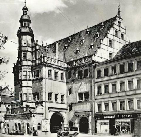 Rathaus und Firma August Fischer