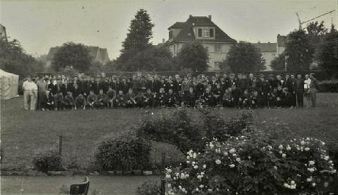 Volleyballfamilie 1962 auf der Trainingswiese der EOS - Quelle Dr. Reinhard Malek