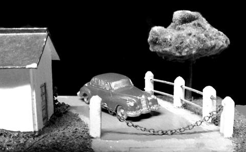 Una foto más de Jürgen Bolle (Alemania), diorama con un EKO de la primera época en un paso a nivel de Gil (Barcelona).