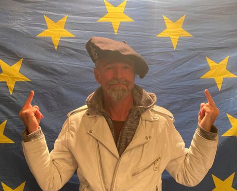 Monsieur Stéphane ESPIC Dissident Politique en résistance à l'Oppression Facebook https://www.facebook.com/stephane.espic site www.maisonnonconforme.fr www.jesuispatrick.fr ALERTE ROUGE www.alerterouge-france.fr Parjure & Corruption à très grande échelle