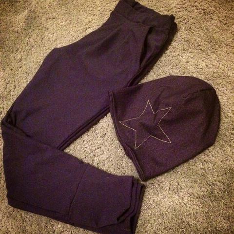 Relaxhose mit Buntfalte plus passende Mütze / Relax pants plus cap