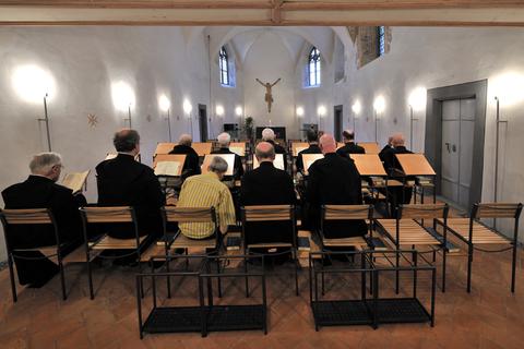 Gebet der Benediktinermönche in der Kathrinakapelle