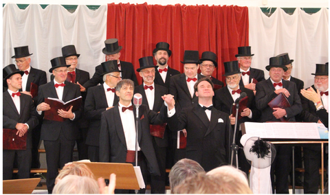 Die glücklichen Solisten beim Schlußapplaus (Foto: Fock)
