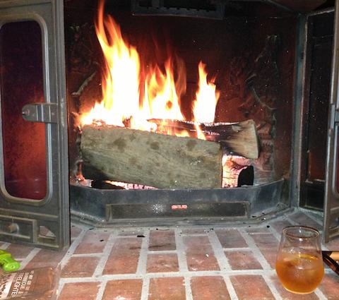 冬は暖炉とシングルモルトで
