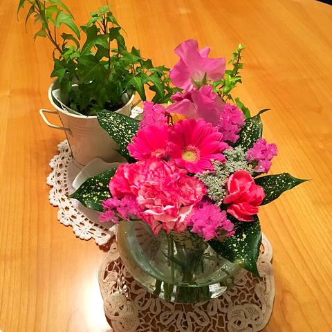 5日にいらしてくださったゲストさんがくださったお花♪ あぁ・・お花がある暮らしってすばらしい。久しぶりに潤いました♥みかさん、ありがとうございます!