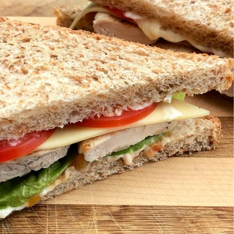 Puten Sandwich mit Mango Relish