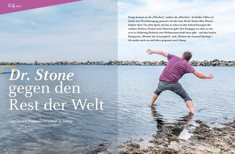 Mann ditscht einen Stein über die Oststsee, Foto von Stina Kurzhöfer, Layout von boy strategie & kommunikation, Text von Alexander Kurzhöfer
