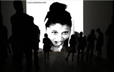 © Hamza Lee. La mère (Maïssa Sassi) ...Montage à partir de photos de la Lecture publique