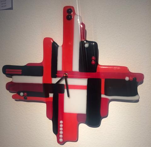 Diese Uhr verfügt über Stunden-, Minuten- und Sekundenzeiger. Aus Bullseye-Glas. Full- und Tackfusing! Preis: Fr. 120.—