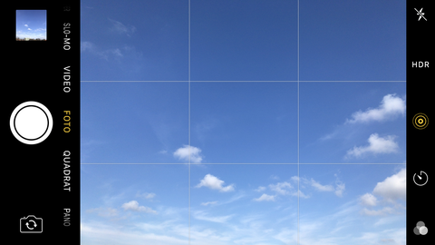 Moderne Kameras oder Smartphones ermöglichen die Aktivierung des Rasters (hier am Beispiel des iPhone)