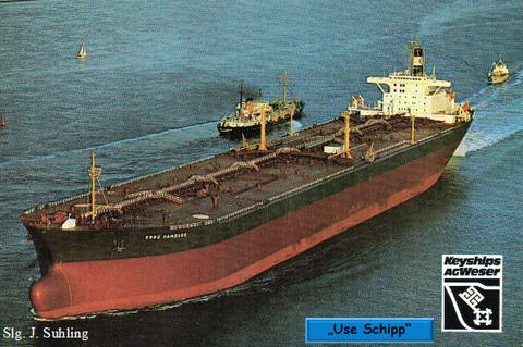 """Der Tubinentanker """"Esso Hamburg"""" auf See."""