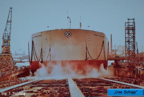 Bei dem Stapellauf bekam der Supertanker eine kleine Schramme am Bug.