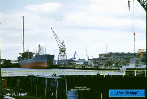 """Erst am 10.12.1980 bekam der Tanker seinen Namen """"Tanja Jacob"""""""