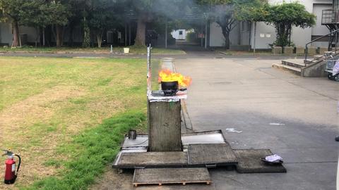 天ぷら油入りのお鍋から炎