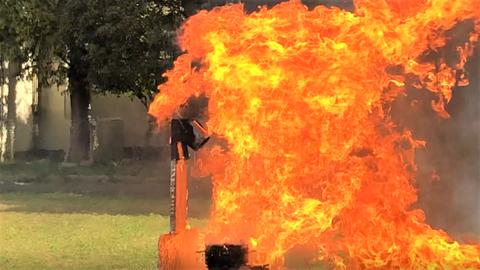 蒸気爆発して炎の海 天ぷら油火災