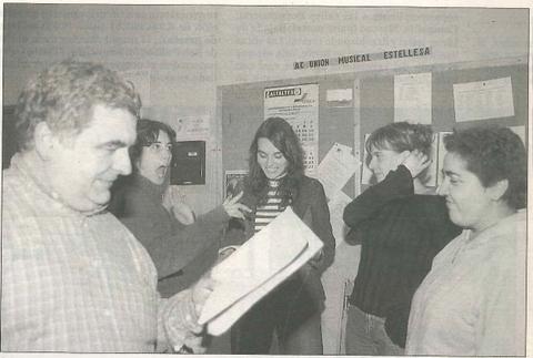 El grupo de teatro Kilkarrak, en una imagen de archivo durante uno de los ensayos en el Hospital Viejo de Estella. (Foto: Diego Echeverría)