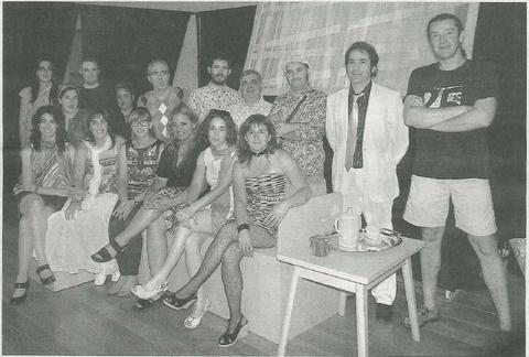Los integrantes del grupo Kilkarrak en un descanso de los ensayos que realizan estos días en el Hospital Viejo de Estella. (Foto: M.M.)