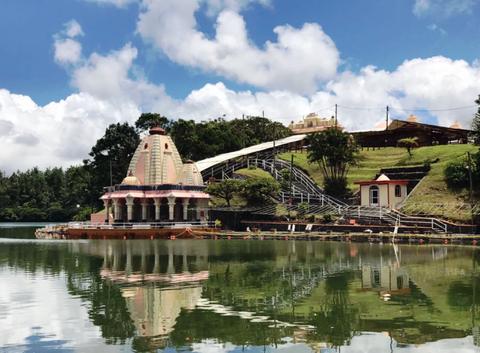 Les pélerins ont rendez-vous au Lac sacré pour vénérer leur dieu Shiva (R. Berna)