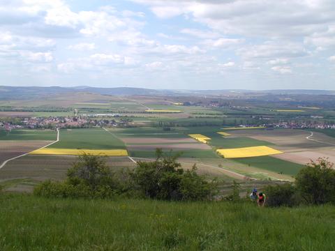 """Frühling am """"Zotzenheimer Hörnchen"""" mit 270° Rundumblick."""