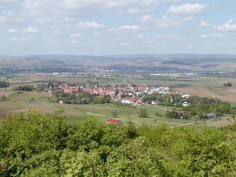 Der Sommer steht vor der Tür - Blick auf Horrweiler.