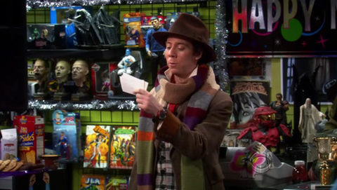 Stuart (The Big Bang Theory) disfrazado de Doctor Who.