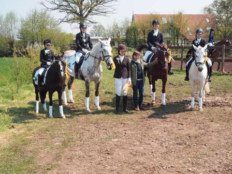 Ein guter Start in den Hammer-Cup. Die Reiterinnen aus Oberbauerschaft führen aktuell die Rangliste in der Dressur  an. Bild: privat