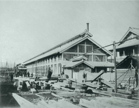 B11438 富岡製糸場 建設中の繰糸所(東京国立博物館所蔵写真)