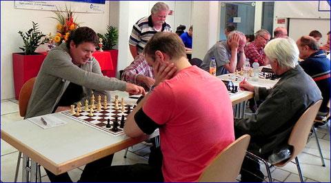 links: Christoph Schild aus Freiburg, Sieger des Standard-Open Rheinfelden 2014
