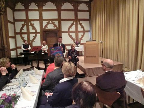 Empfang zum 90. Geburtstag von Frau Calvary im Schweinfurter Rathaus (rechts im Bild neben Oberbürgermeister Sebastian Remelé)