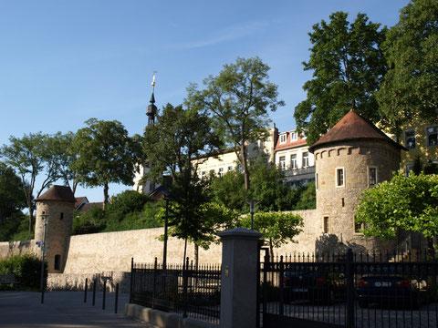 """Die beiden Pulvertürme - im rechten Turm die Weinstube """"s'Türmle"""""""