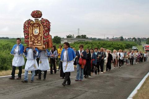 Processione dal Santuario verso il Paese