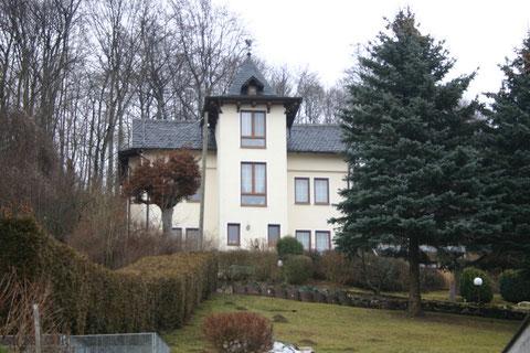 Burgweg 1 - Fachwerk ist verkleidet - Aufnahme März 2012