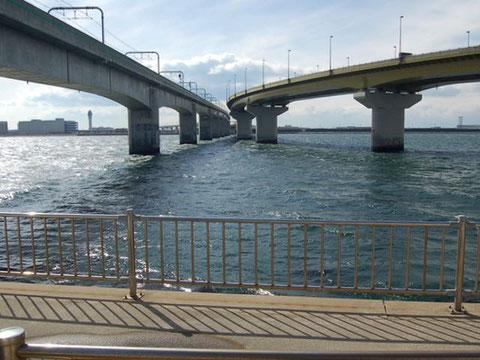 空港連絡道路&名鉄空港線が続く先がセントレア